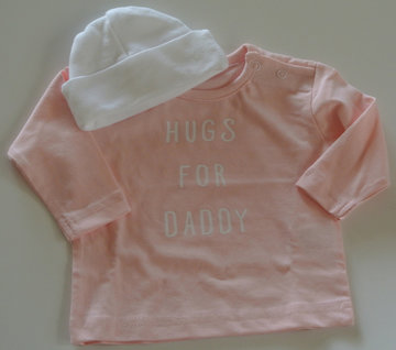 Babyshirt hugs for daddy