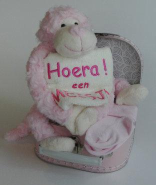 Kraamcadeau koffertje aap Roze